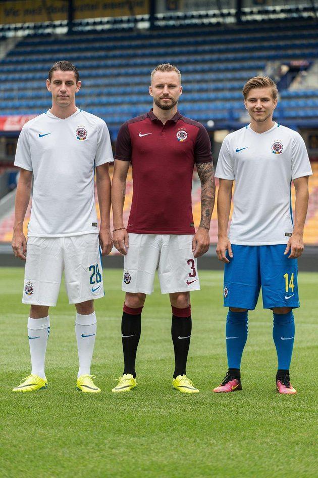 Fotbalisté Sparty Praha představili dresy pro nadcházející sezónu. Zleva Ondřej Zahustel, Michal Kadlec a Martin Frýdek.