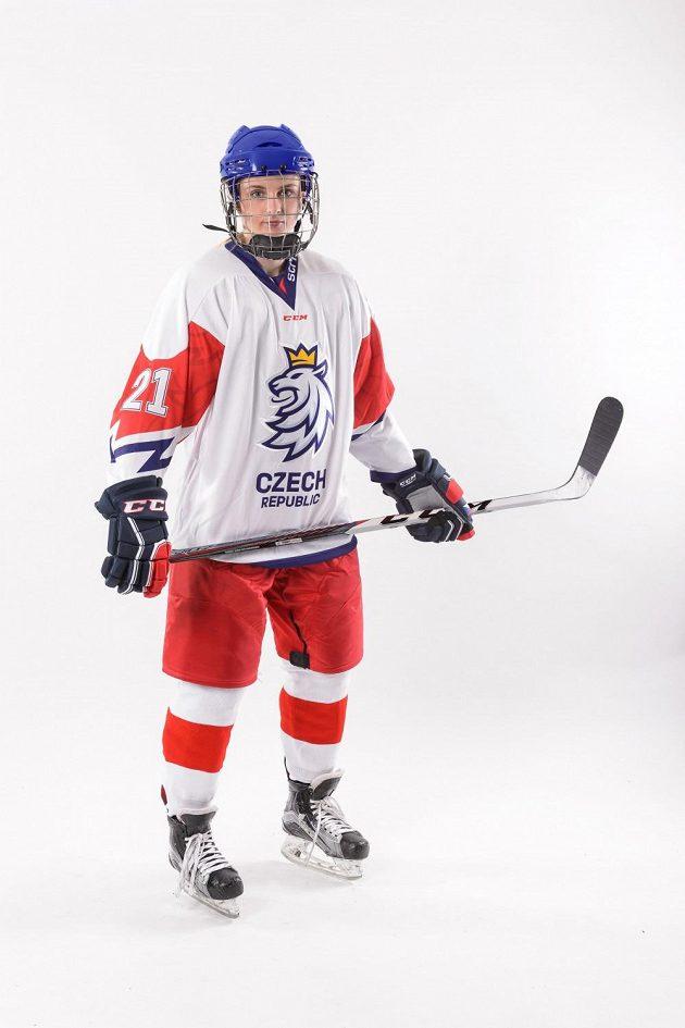 Česká hokejistka Tereza Vanišová ve zbrusu nové sadě reprezentačních dresů.
