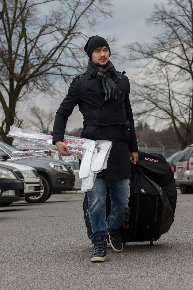Brankář Jakub Kovář na srazu hokejové reprezentace.