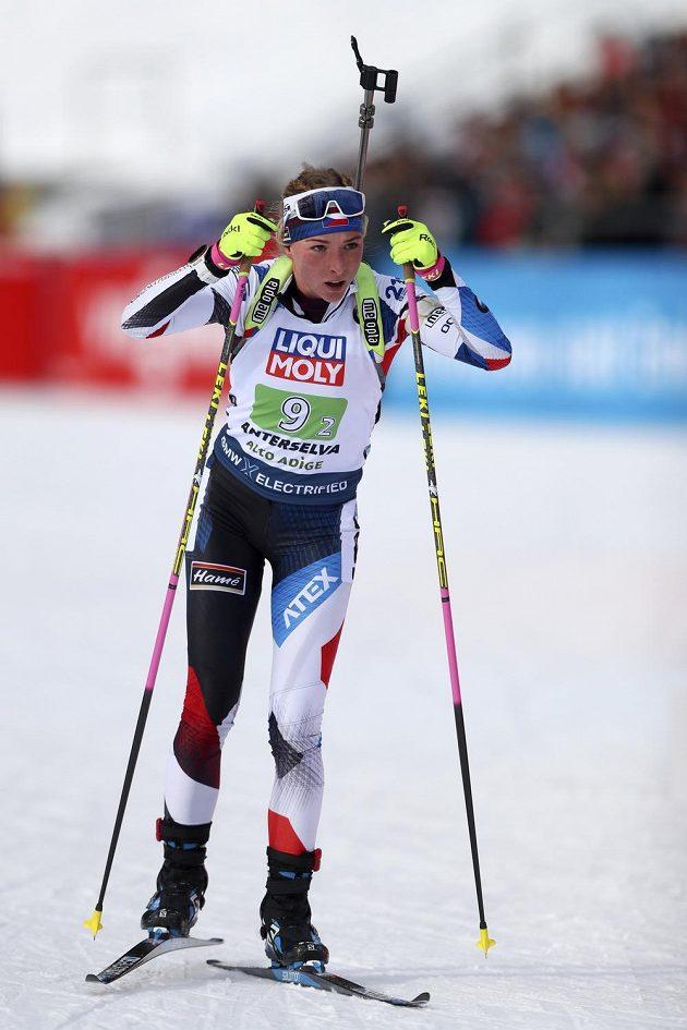Markéta Davidová český tým na druhém úseku vytáhla na medailovou pozici.