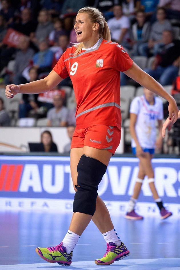 Česká házenkářka Helena Štěrbová během kvalifikace ME 2016 proti Itálii.