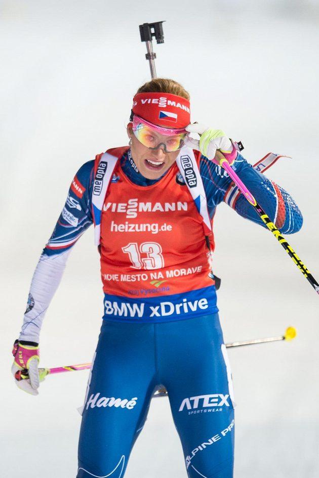 Gabriela Koukalová v cíli stíhacího závodu v Novém Městě na Moravě.