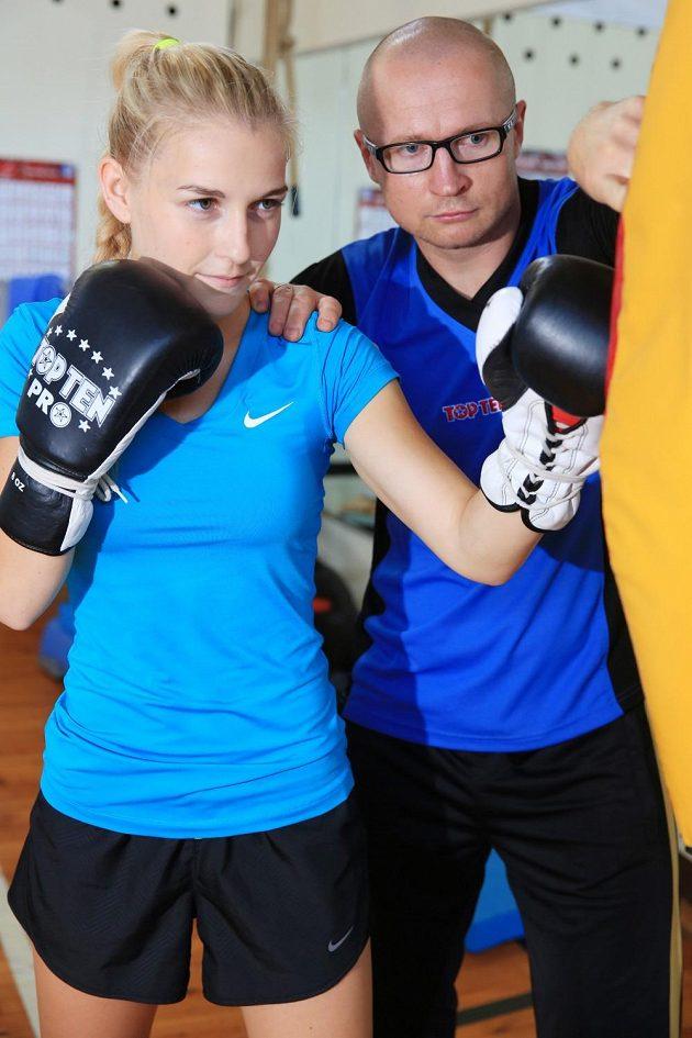Boxerka Fabiána Bytyqi s trenérem Lukášem Konečným.