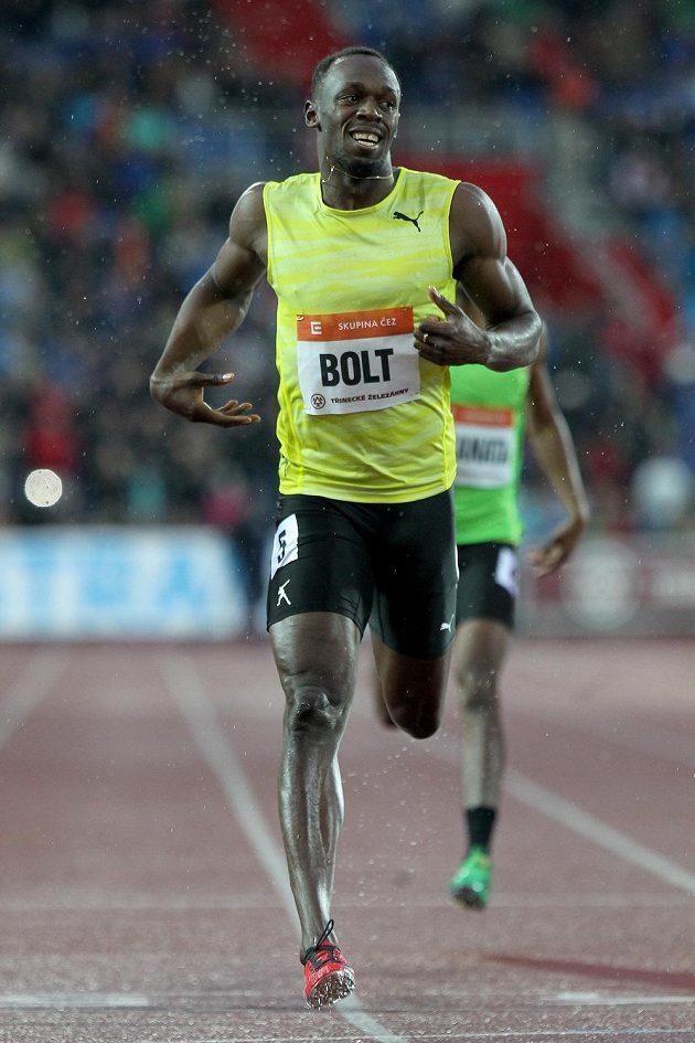 Vítěz běhu na 200 metrů Usain Bolt z Jamajky.