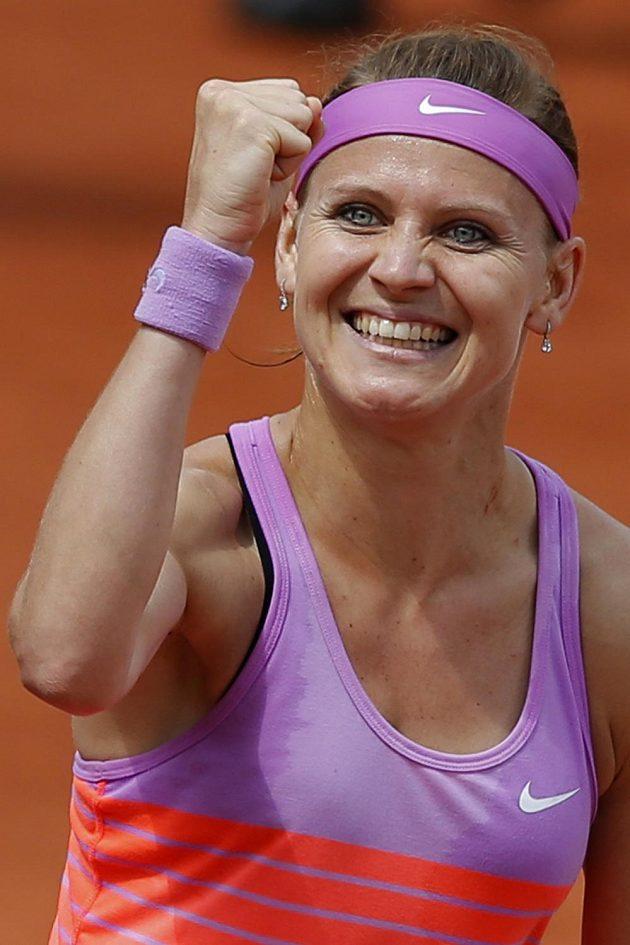 Česká tenistka Lucie Šafářová slaví na Roland Garros postup do semifinále.