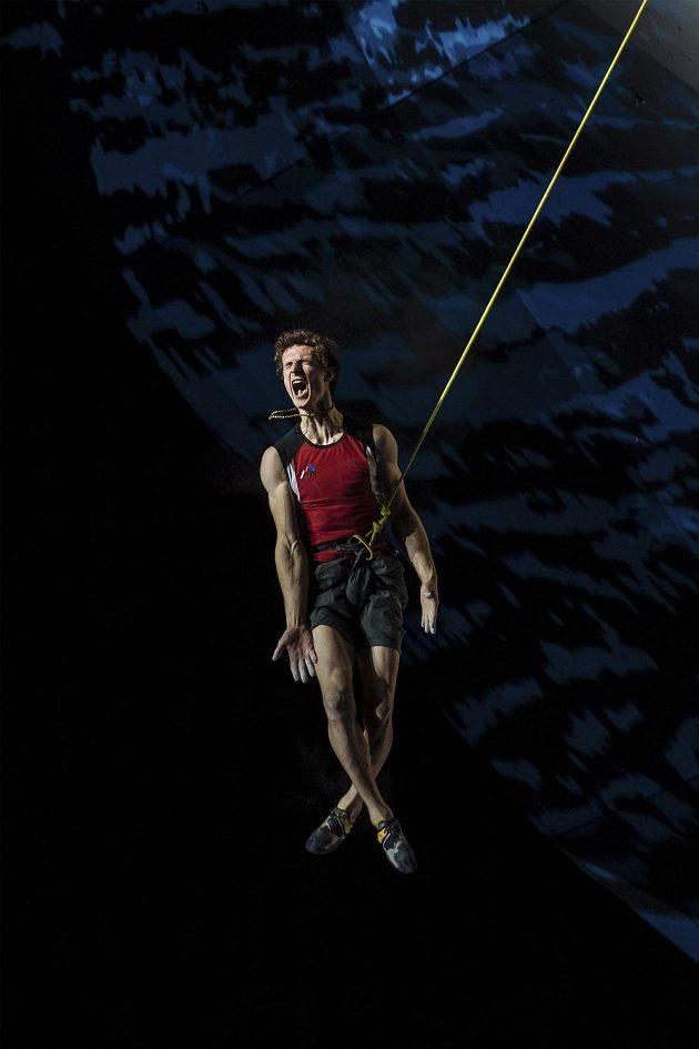 Sportovní fotografie roku 2018. Nespokojený Adam Ondra po finále MS v lezení na obtížnost. Autor: Lukáš Bíba.