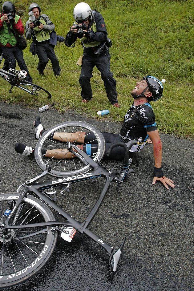 Utrpení Španěla Xabiera Zandia vděčným tématem pro fotografy na šesté etapě. Photo/Christophe Ena)