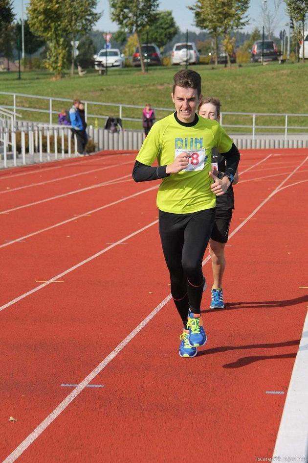 Podzim 2015 a Zemská míle na 800 metrů v Lanškrouně na běžeckém ovále - čas 2:39.