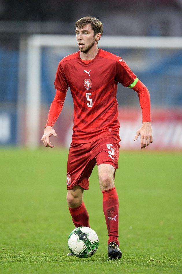 Jiří Kulhánek s kapitánskou páskou reprezentace do 21 let.