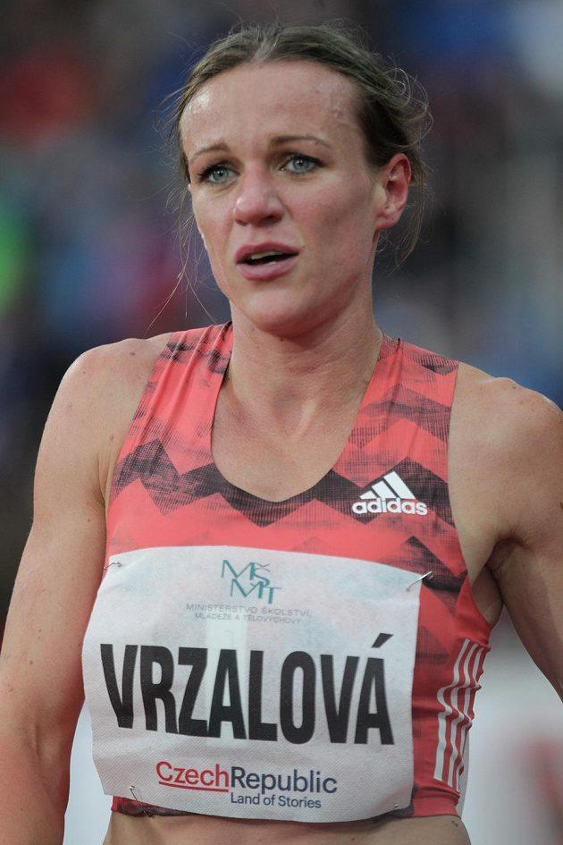 Česká běžkyně Simona Vrzalová po závodě na 1500 m.