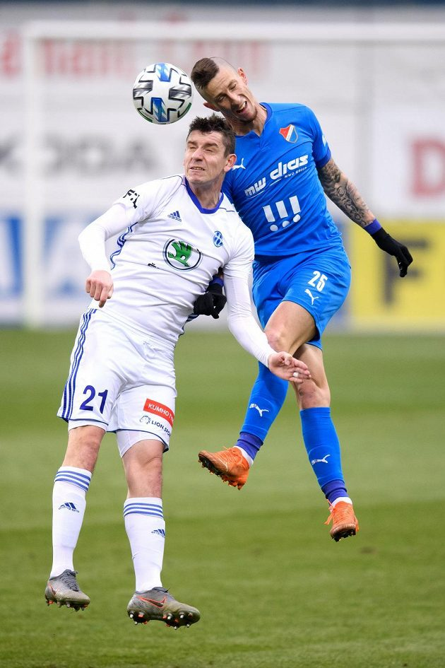 Ondřej Zahustel z Mladé Boleslavi a Jiří Fleišman z Baníku Ostrava během utkání.
