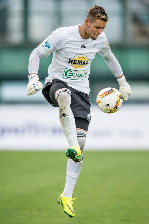 Brankář Viktor Budinský z Bohemians v derby s Duklou.
