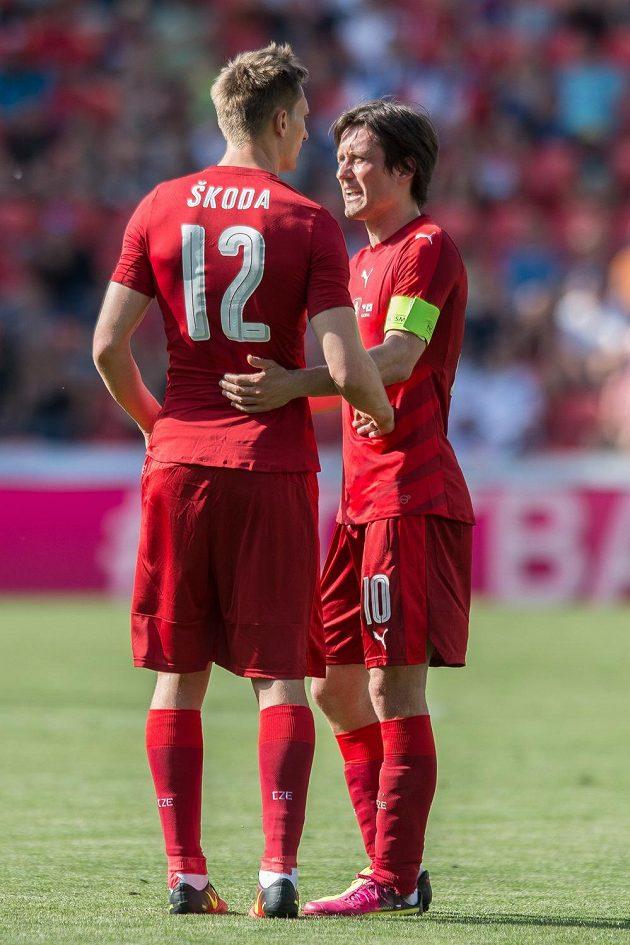 Milan Škoda a Tomáš Rosický během přípravného utkání s Koreou.