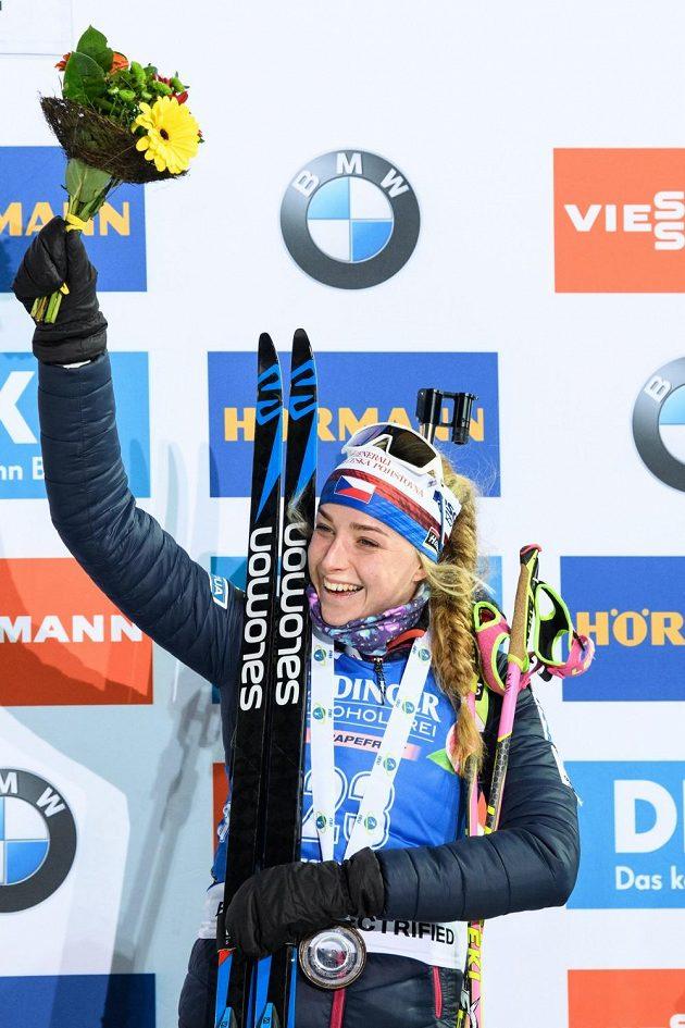 Biatlonistka Markéta Davidová slaví třetí místo ve sprintu SP v Novém Městě
