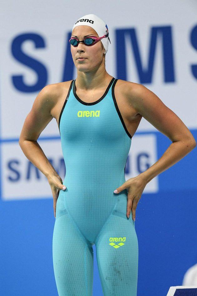 Plavkyně Lucie Svěcená před rozplavbou na 50 metrů motýlek.