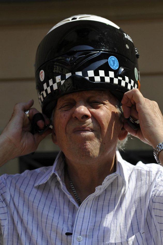 Bývalý britský závodník Phil Read se zúčastnil slavnostní jízdy Brnem.