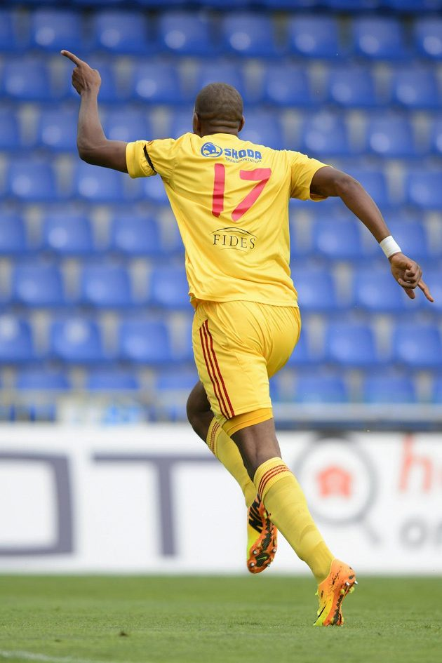 Jean-David Beauguel z Dukly se raduje z gólu, který vstřelil Mladé Boleslavi.