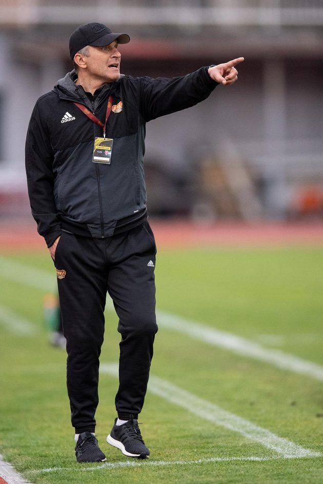 Trenér Dukly Praha Roman Skuhravý během utkání nadstavby proti Bohemians ve skupině o záchranu v rámci Fortuna ligy.