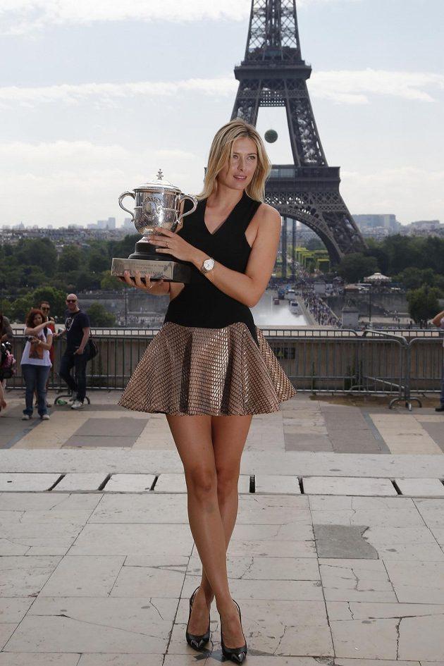 Pařížané mohli obdivovat nejen Pohár Suzanne Lenglenové v rukou vítězky French Open.