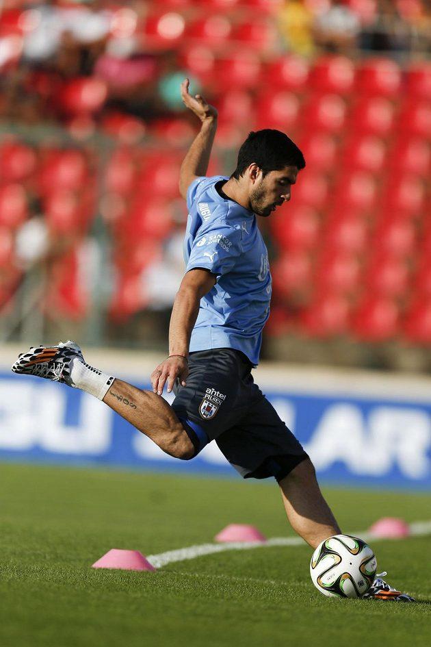 Uruguayec Suárez při individuálním tréninku.