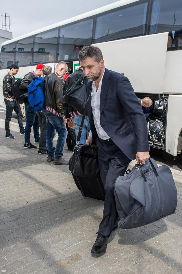 Trenér Josef Jandač se spolu s týmem chystá k odletu na MS.