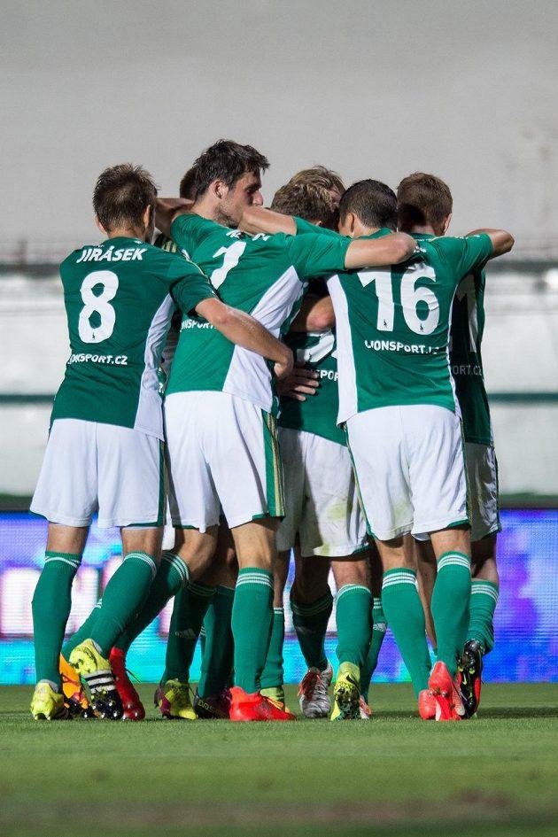 Fotbalisté Bohemians oslavují gól Tomáše Čížka na 2:0 proti Jablonci.