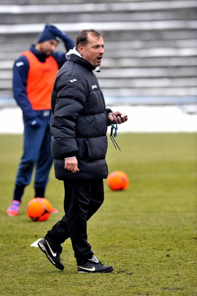 Trenér Martin Pulpit vedl trénink Baníku Ostrava i s Milanem Barošem (vzadu).