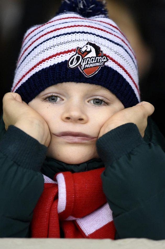 Malý fanoušek Pardubic při utkání s Libercem.