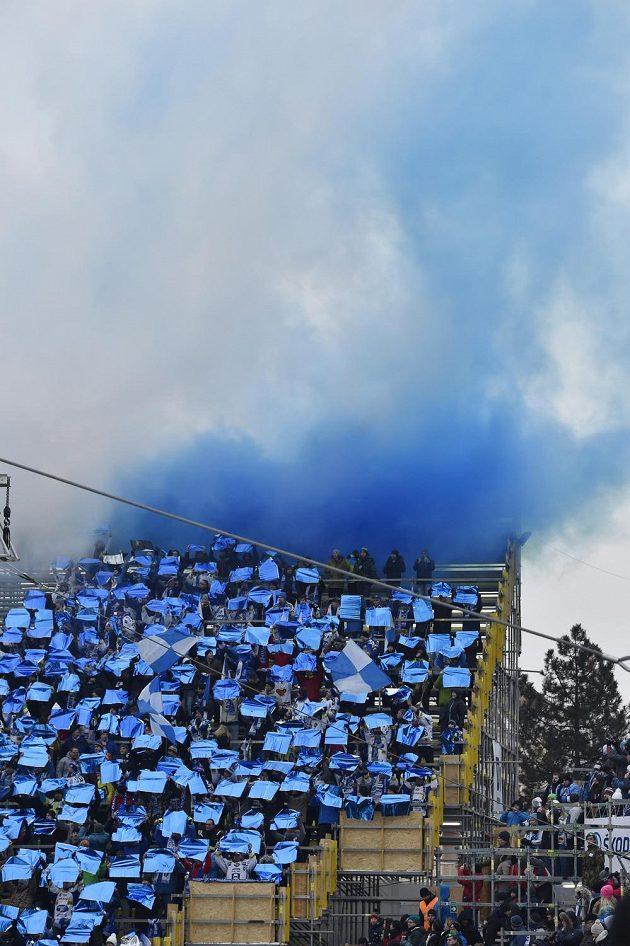 Fanoušci Komety Brno během utkání pod širým nebem s Plzní.