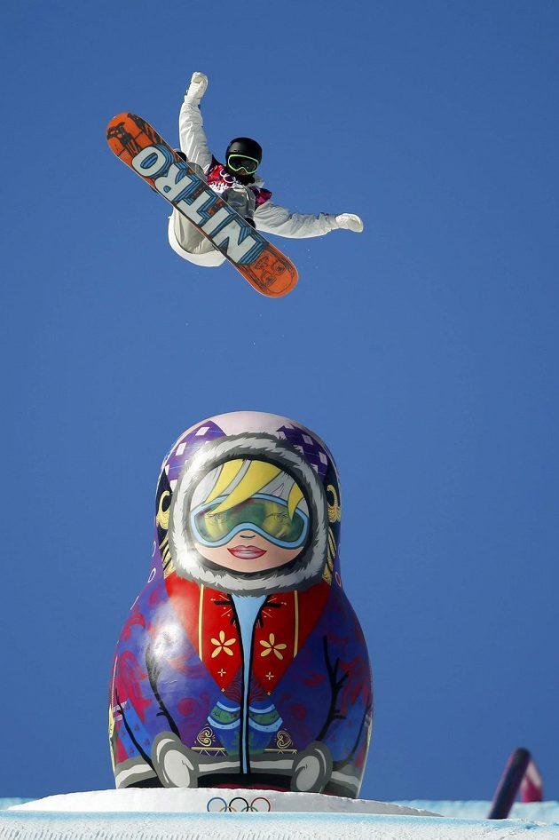 Švédský snowboardista Sven Thorgren během olympijské soutěže ve slopestylu.