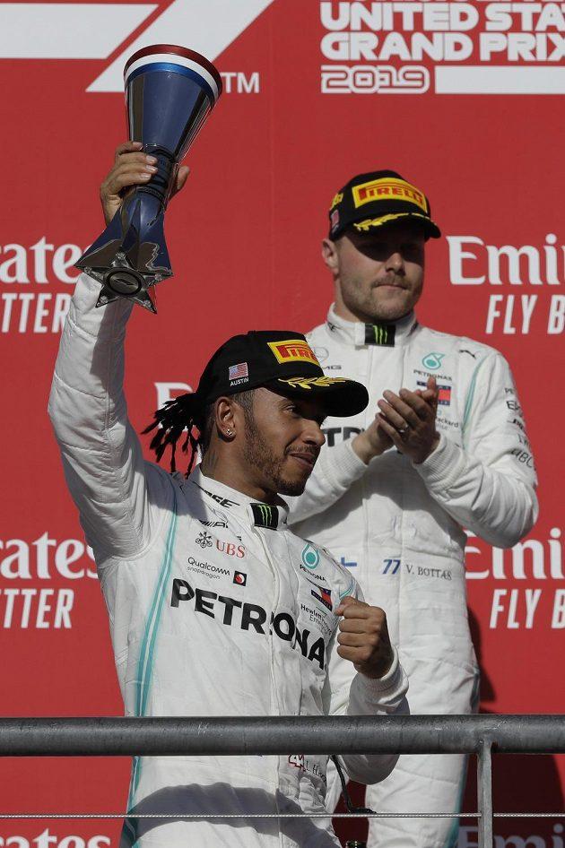 Lewis Hamilton se pošesté v kariéře stal mistrem světa formule 1.