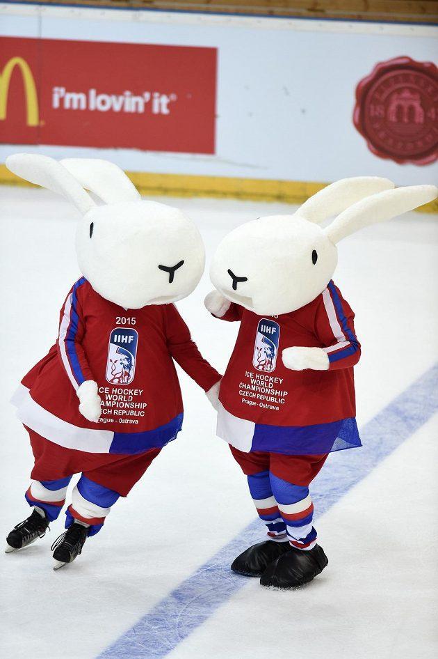 Bob a Bobek, maskoti hokejového MS 2015 během utkání v rámci turnaje Channel One Cup, ČR - Švédsko.
