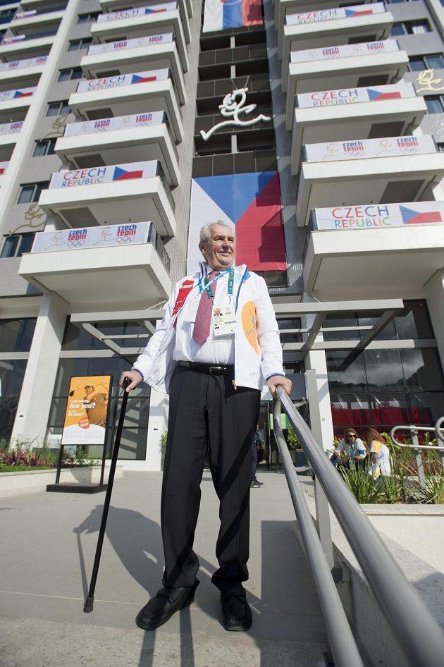 Prezident Miloš Zeman si prohlédl izázemí české části olympijské vesnice v Riu de Janeiro.