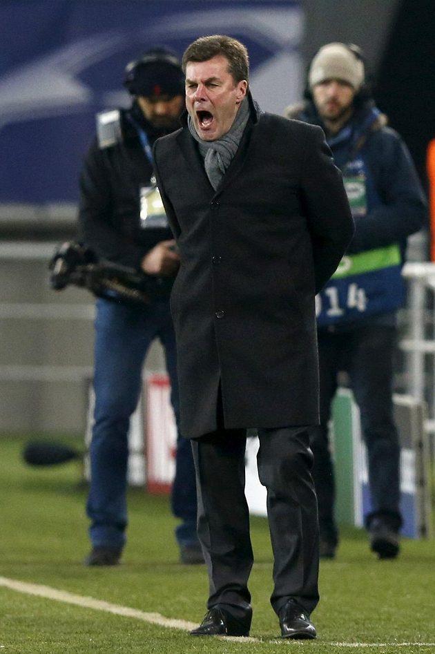 Kouč Wolfsburgu Dieter Hecking při utkání s Gentem.