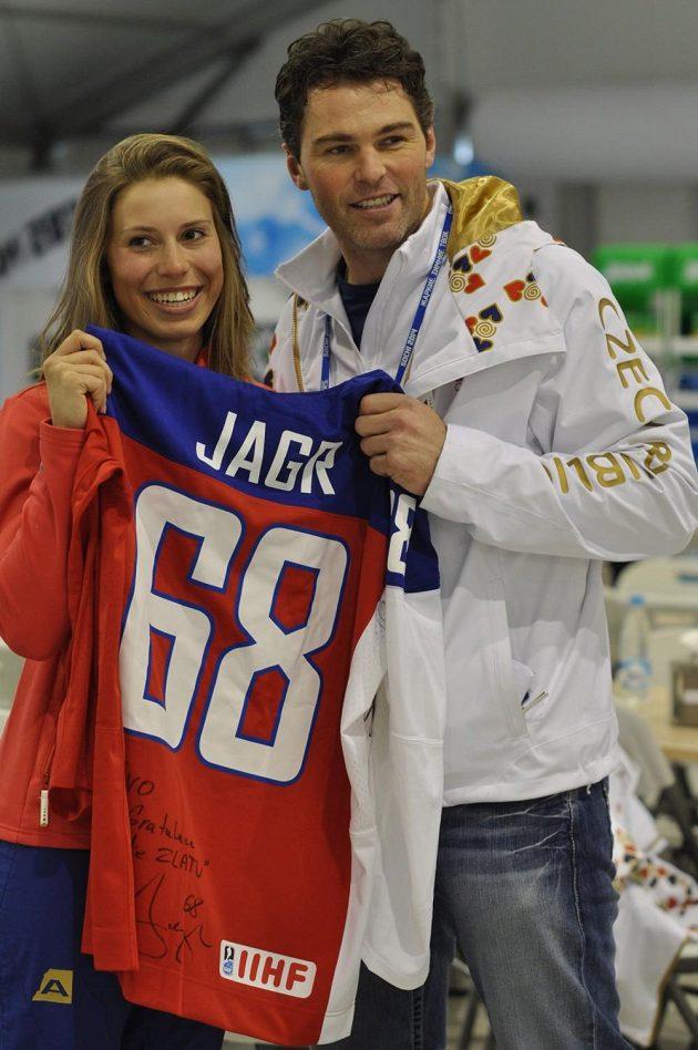 Zlatá česká snowboardkrosařka a vítězka tradiční ankety Eva Samková s Jaromírem Jágrem během ZOH v Soči.