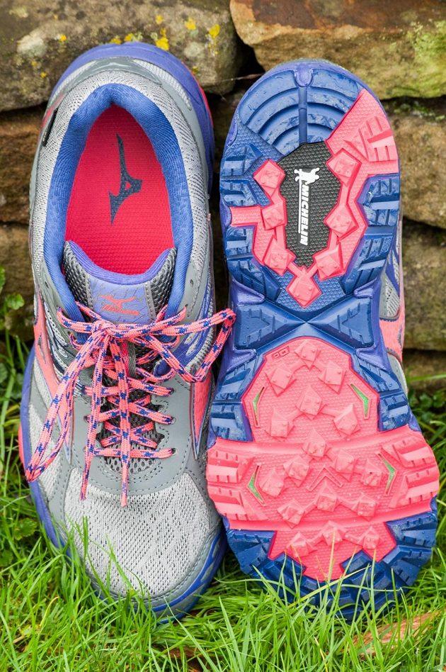 Trailové běžecké boty Mizuno Wave Mujin 4 G-TX: celkový pohled.