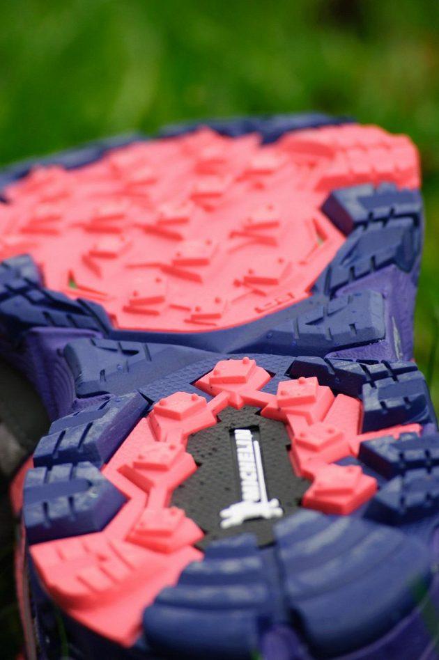 Trailové běžecké boty Mizuno Wave Mujin 4 G-TX: Podrážka Michelin je značně strukturovaná.