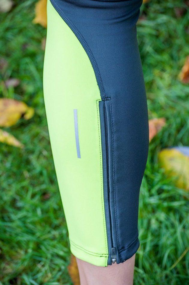Běžecké legíny Mizuno BG3000 Long Tight - lýtko zdobí reflexní proužek a zip pro snadnější navlékání.
