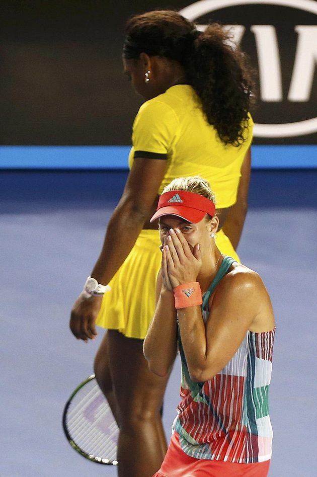 Kontrast mezi zklamanou Američankou Serenou Williamsovou a šťastnou Němkou Angelique Kerberovou, která vyhrála letošní Australian Open.