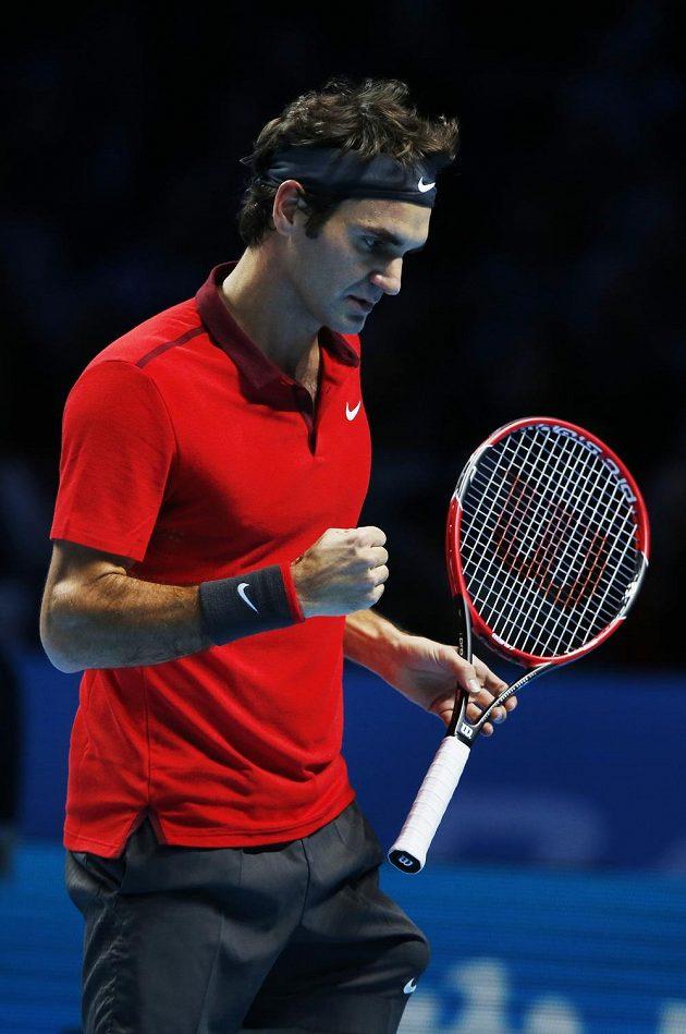 Reakce švýcarského tenisty Rogera Federera po vítězné výměně s Japoncem Keiem Nišikorim.