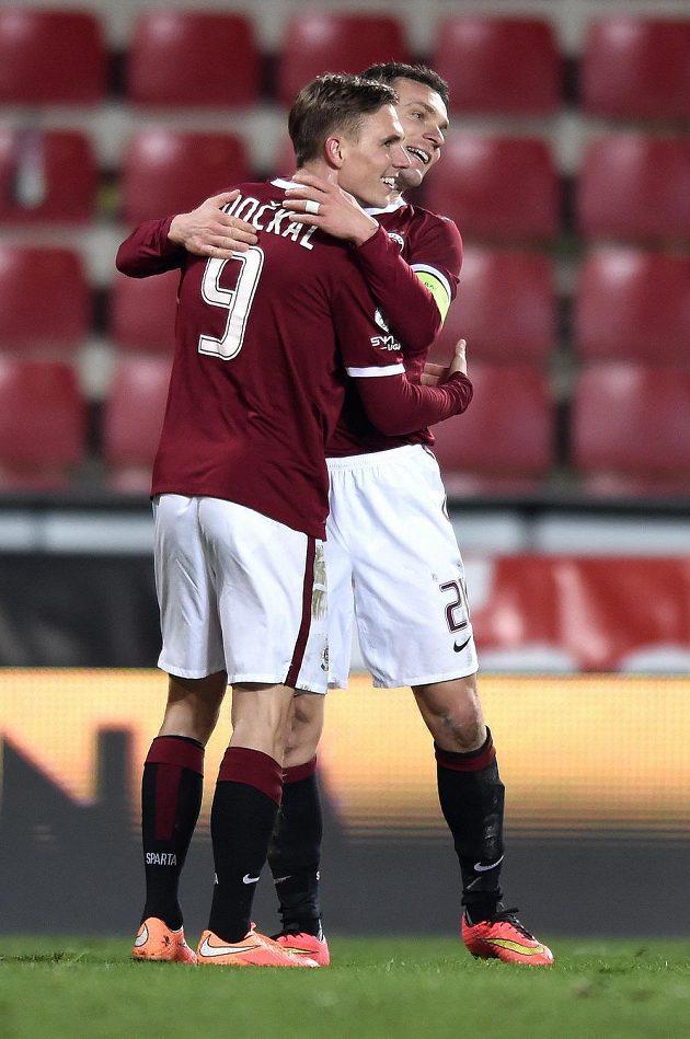Fotbalisté Sparty Praha Bořek Dočkal a David Lafata se radují z gólu.