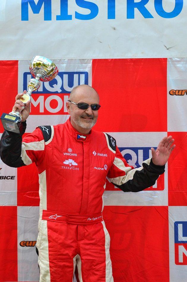 Petr Vojáček se raduje z prvního letošního triumfu.