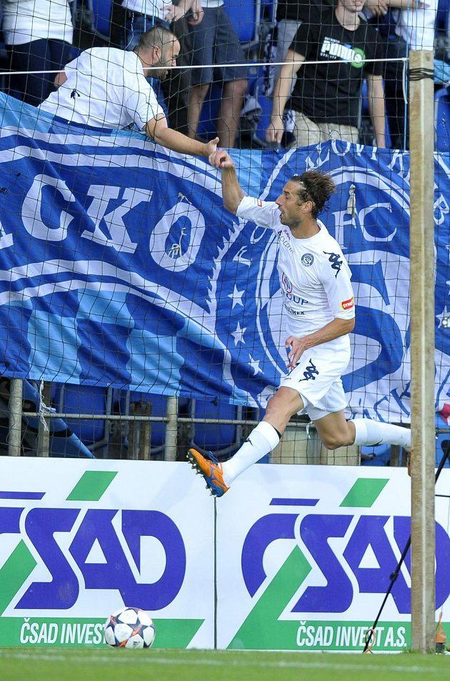 Útočník Slovácka Libor Došek se raduje z gólu proti Znojmu.