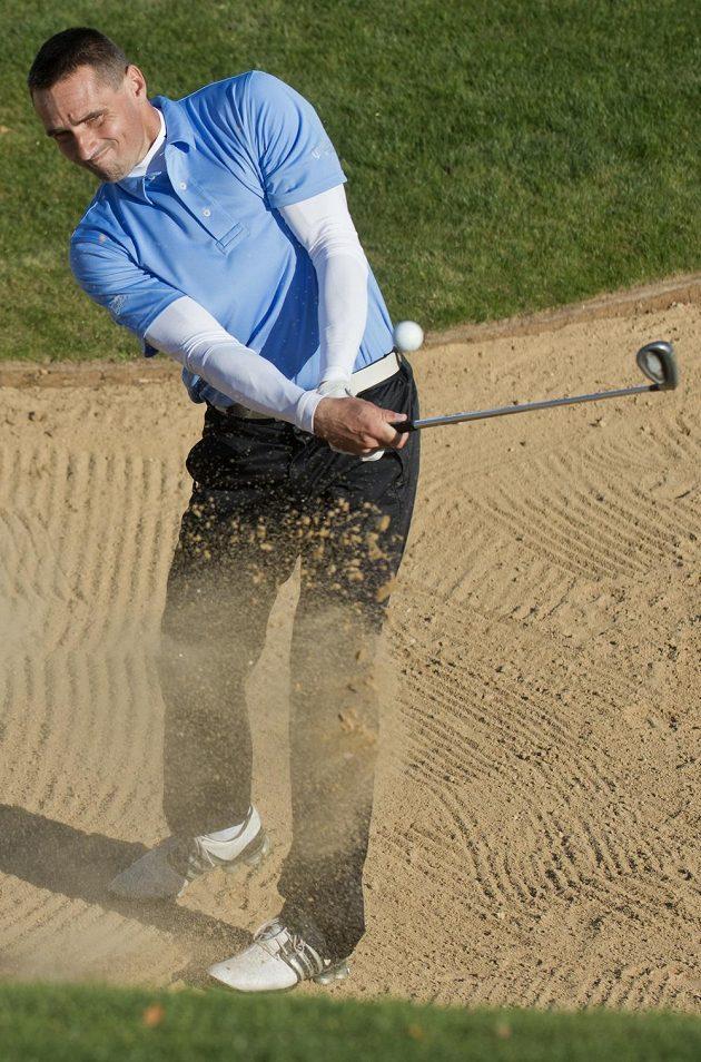 Bývalý desetibojař Roman Šebrle s golfovou holí.