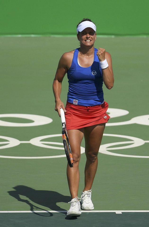 Barbora Strýcová postoupila do druhého kola olympijského turnaje v Riu de Janeiro.