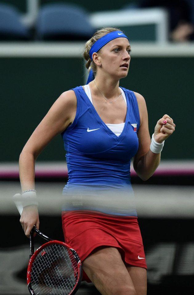 Česká tenistka Petra Kvitová během prvního utkání finále Fed Cupu s Andreou Petkovicovou z Německa.