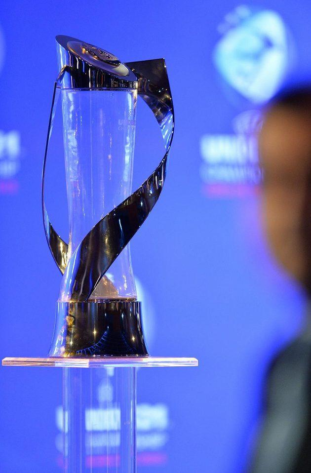 Trofej pro vítěze fotbalového ME hráčů do 21 let.