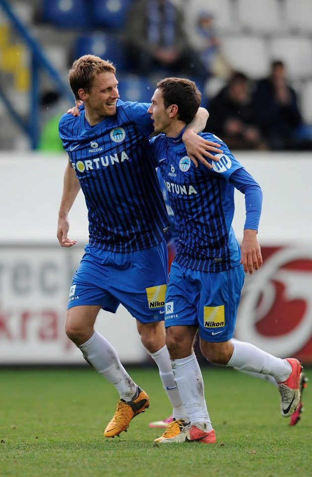 Autor jediného gólu Serhij Rybalka (vpravo) a Radoslav Kováč z Liberce.