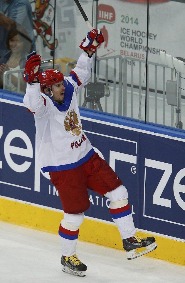 Rus Sergej Širokov jásá poté, co dal gól ve finále proti Rusku.