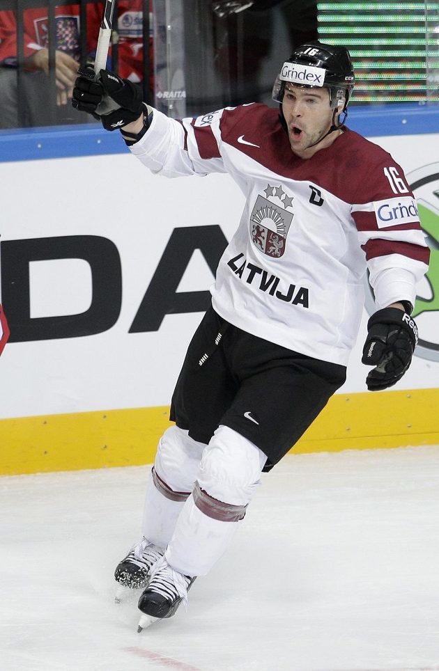Radost Kasparse Daugavinše poté, co otevřel skóre duelu s českými hokejisty.